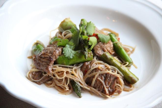wok rund noedels asperges soja mirin oestersaus 1